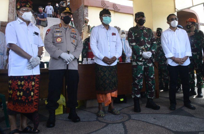 Panglima TNI-Kapolri Tinjau Prokes di Pasar Badung