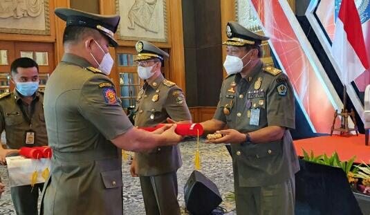 Kasatpol PP Denpasar Raih Penghargaan Karya Bhakti Satpol PP